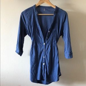 ⭐️Blue button down 3 quarter length sleeve shirt